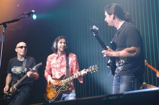 Satriani, Gilbert y Petrucci en gira con G3