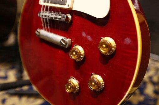 """Clapton la utilizó en la canción de los Beatles """"While my guitar..."""", Harrison en los discos """"White Album"""" y """"Let it be"""". Cuando le fue devuelta a Clapton en el 73 la utilizó en el concierto """"Eric Clapton Rainbow's Concert"""""""