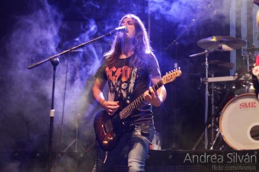 Oscar Diez con la Vanz TL  Custom en concierto con Pignoise