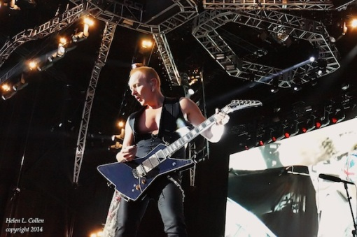 Phil-Collen-with-new-signature-model-Jackson-PC-XSTROYER-2
