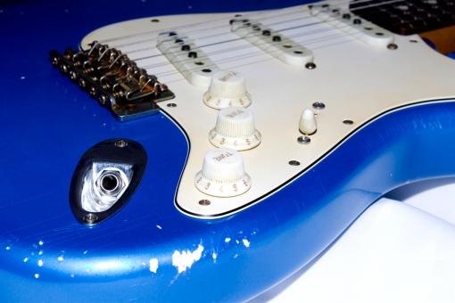 Controles de volumen, tono (mástil y central) y tono (puente)