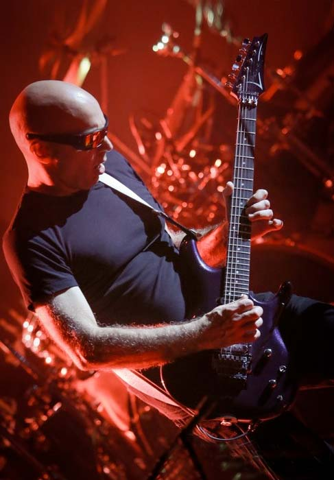 joe-satriani-factal-audio.jpg