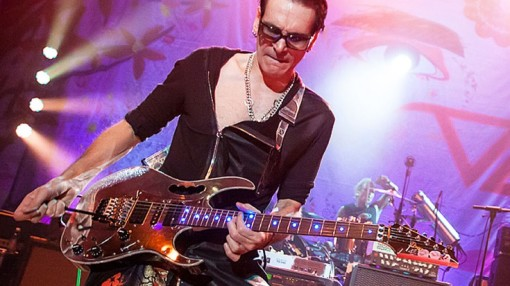 steve-vai-building-the-church-live-in-la--735x413.jpg