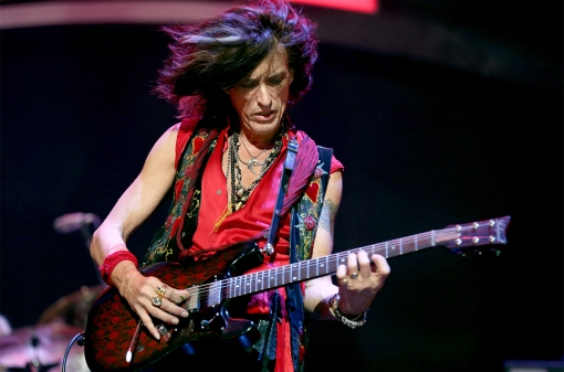 Joe-Perry-performs-2012-billboard-1548